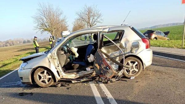 wypadek, poważny wypadek, zderzenie samochodów, wilamowa, w wilamowej,
