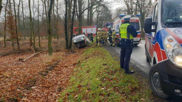 wypadek, wypadki, dachowanie, kłodnica dachowanie, autem do lasu, wypadek, KK, wypadki w polske, polskie wypadki, polscy kierowcy,