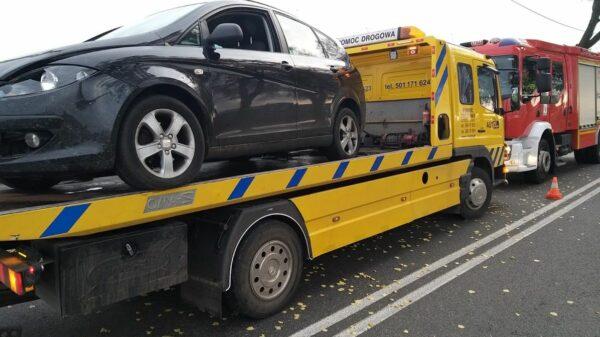 wypadek, kierowca ietrzeźwy, kierowca pijany, kieowca i alkohol, pod wpływem spowodował wypadek, laweta, na lawecie, opolskie wiadomości,