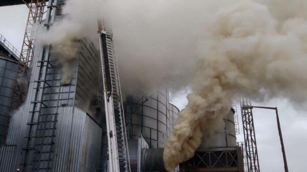 pożąr suszarni, pożąr grodków, pożar pod grodkowem, pożar w nowej wsi małej, pożar suszarni kukurydzy, suszarnia kukurydzy, pożar w suszarni, pali sie suszarnia, pożar grodków suszarnia,