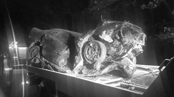 wypadek śmiertelny, dachowanie, zgniecione auto wypadek korfantów, wypadek śmiertelny nysa, autem w drzewo, śmierć na drodze,