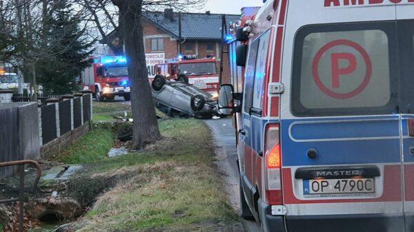 policjant, wypadek policjanta, policja wypadek policjant dachował, dachowanie policjanta, Kotorz wypadek, wypadek turawa, auto na dachu,info opole, gazeta opolska,