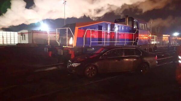 Samochód osobowy zderzył się z lokomotywą