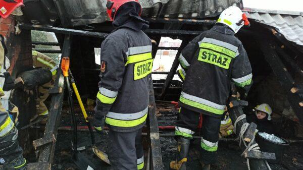 pożar dachu, pożar łambinowice, pożar domu, pożar do komina, spalony dom, pożar dmiu straż,