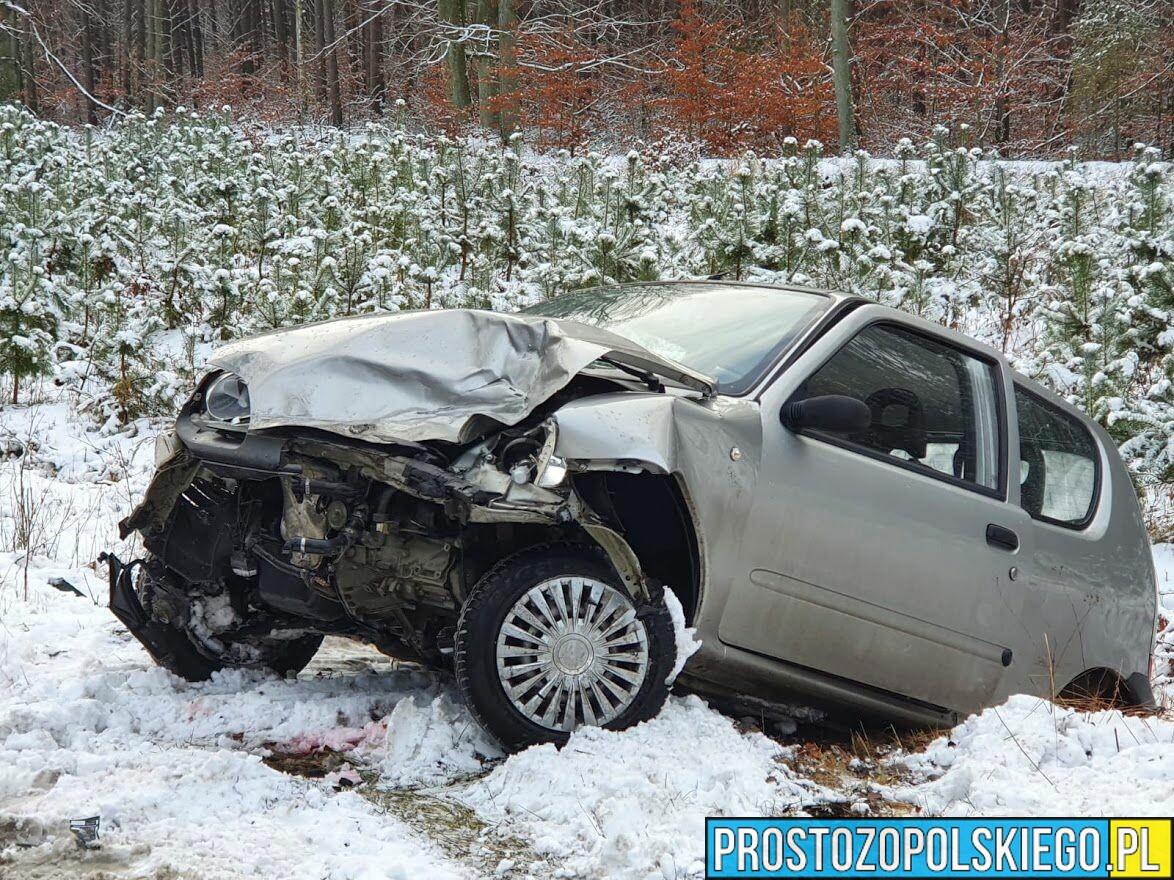 wypadek kały, zderzenie 2 fiatów, ślisko na drodze, trudne warunki drogowe, wypadek fiat, kały wypadek,