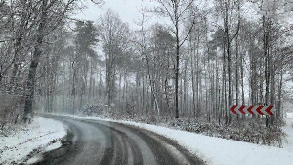 Uważajmy na lód na drogach i chodnikach