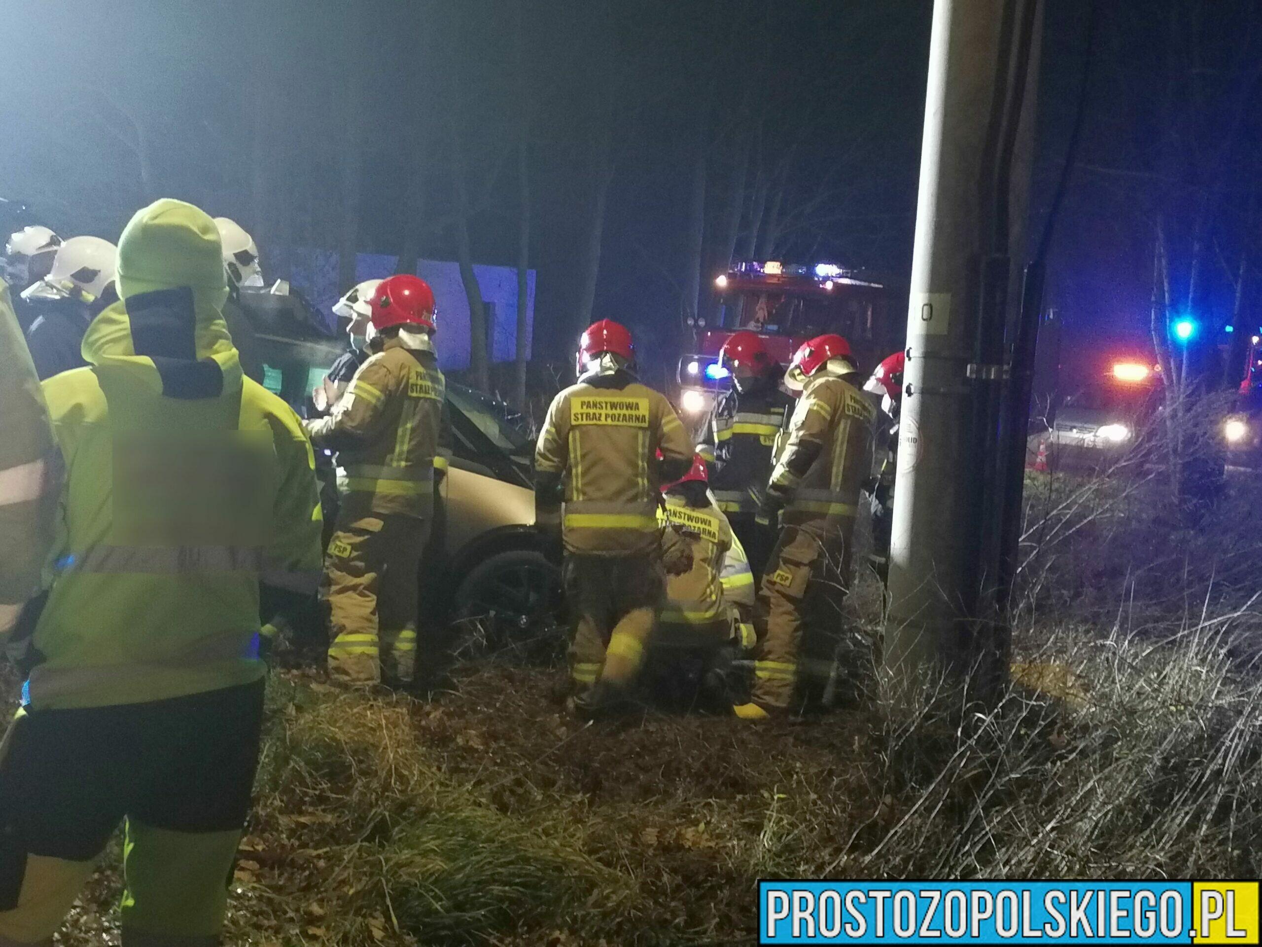 Zderzenie mercedesa z elektrycznym bmw. Jedna osoba jest poszkodowana.
