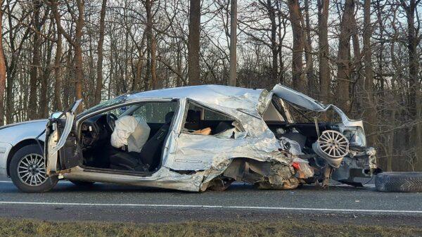 wypadek w zawadzie, zderzenie w zawadzie, droga zablokowana, osobowy z ciężarowym, polscy kierowcy, poważne wypadki, strona z wypadkami,