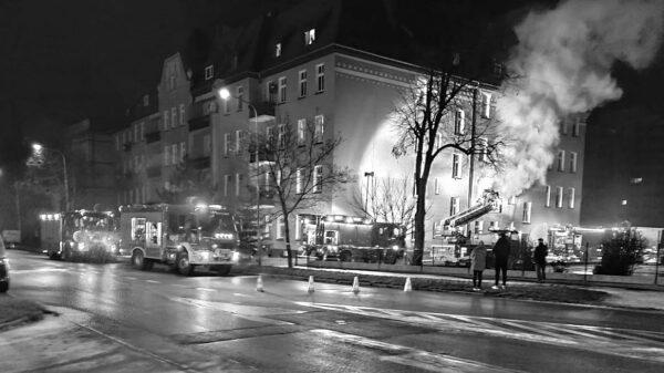 pożar budynku, śmierć w ogniu, śmierć w pożarze, zginął mężczyzna, pożar mieszkania, ewakuacja budynku, ewakuacja mieszkańców,