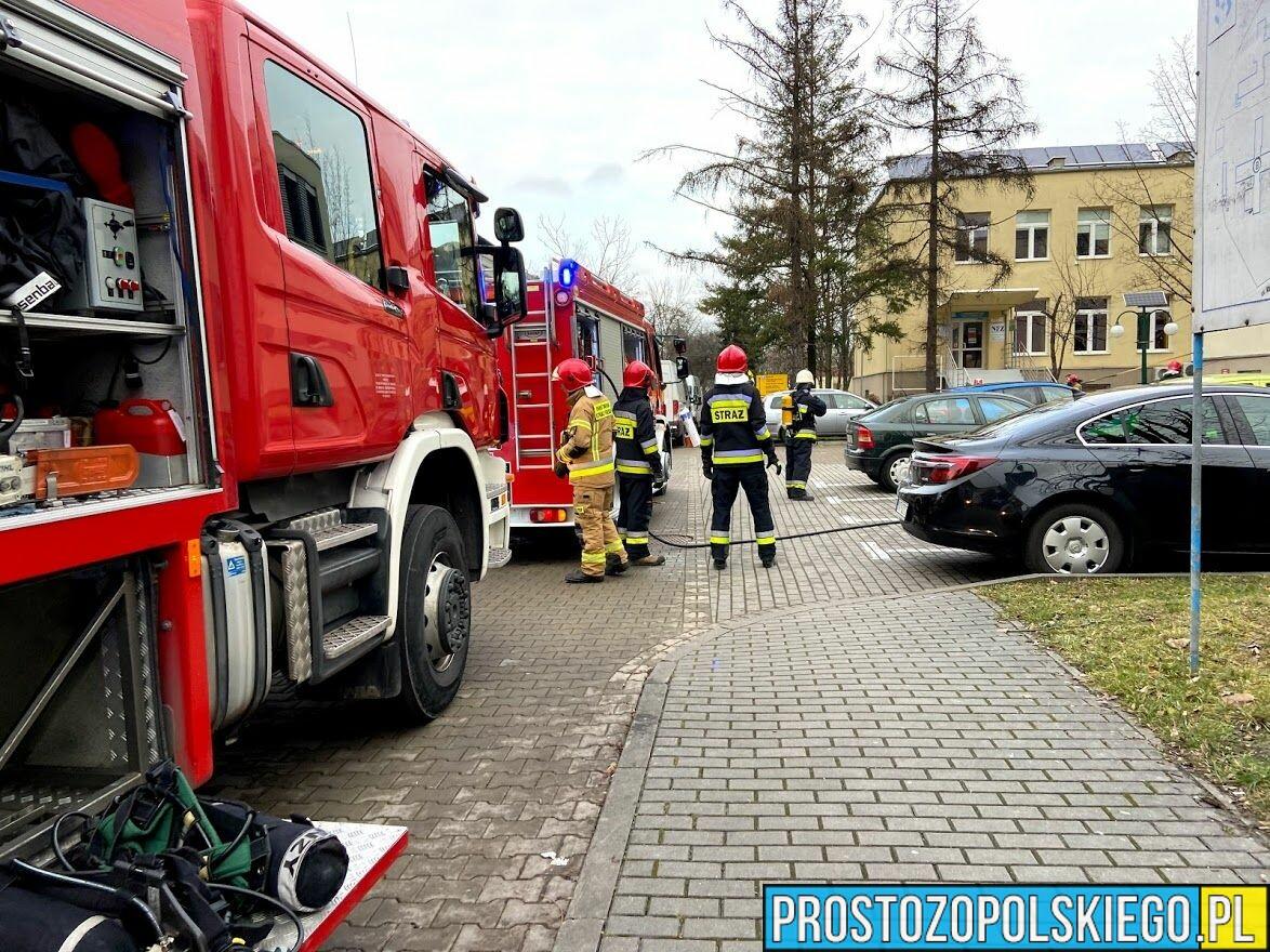 Ogień w Szpitalu Wojewódzkim w OpoluOgień w Szpitalu Wojewódzkim w Opolu, pożar w szpitalu, ogonień w szpitalu, dym w szpitalu gasili szpital, ewakuacja szpitala, szpital w ogniu, straż w szpitalu,