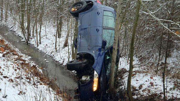 Wypadek dwóch renault na trasie Popielów - Karłowice