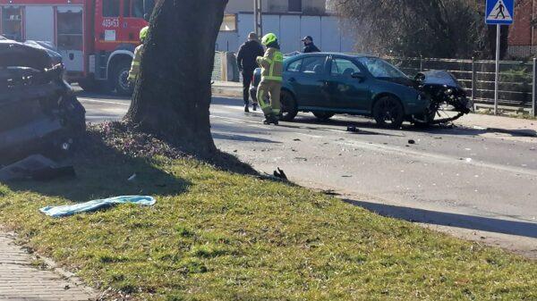 Zderzenie dwóch aut w Lewinie Brzeskim (Zdjęcia)