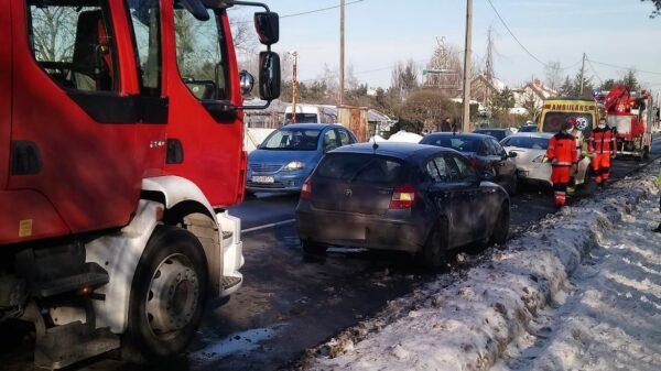 Zderzenie trzech aut na ul. Częstochowskiej w Opolu.(Zdjęcia)
