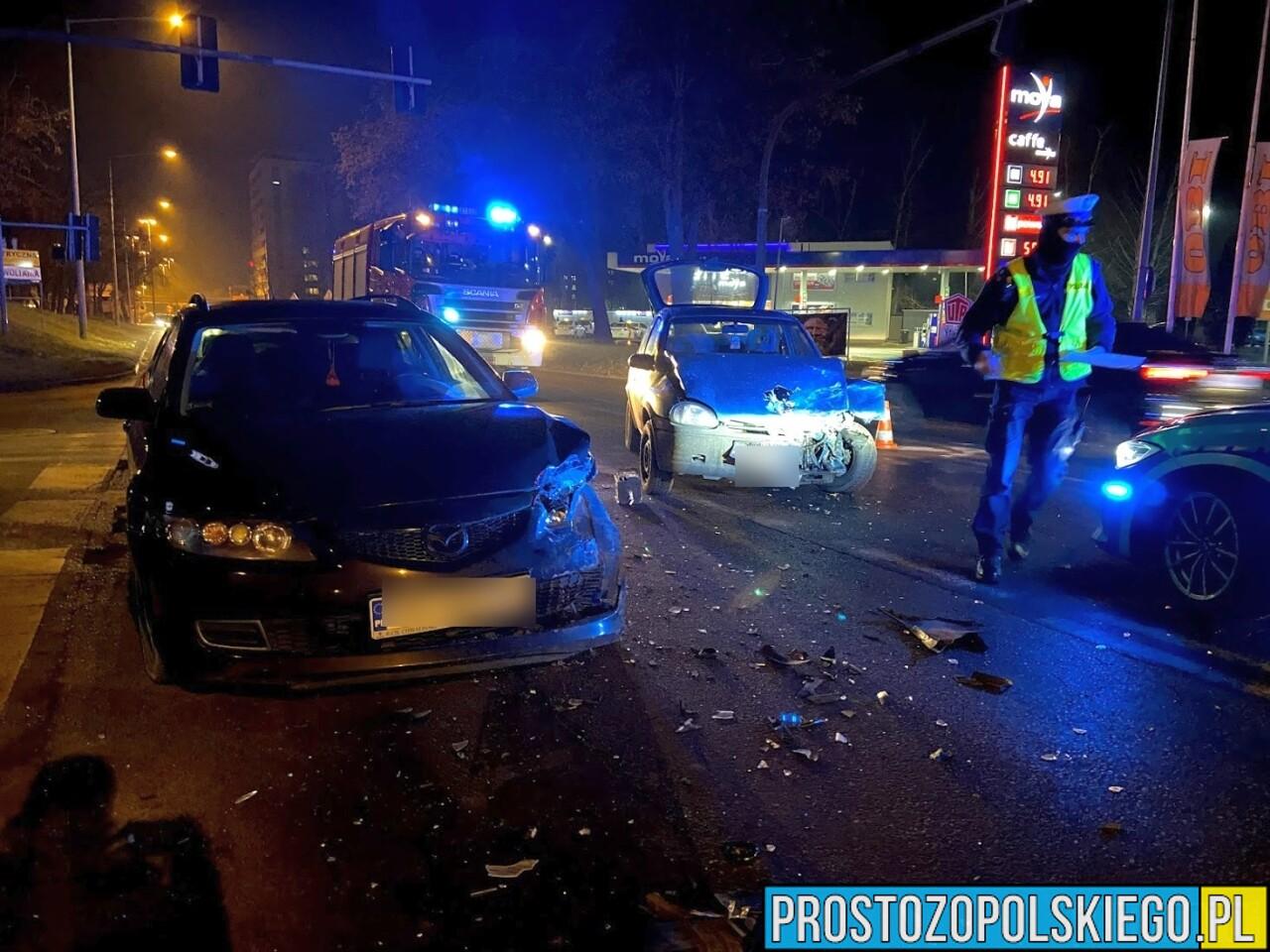 Zderzenie w Opolu. Kierujący oplem uciekł pozostawiając auto na środku drogi, szuka go policja.(Zdjęcia)
