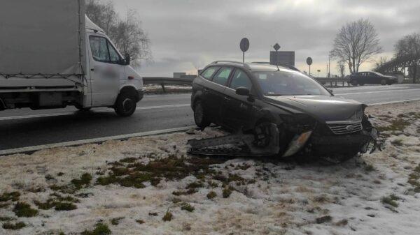Zderzenie dwóch aut na DK45 w Zimnicach Małych (Taśmociąg)