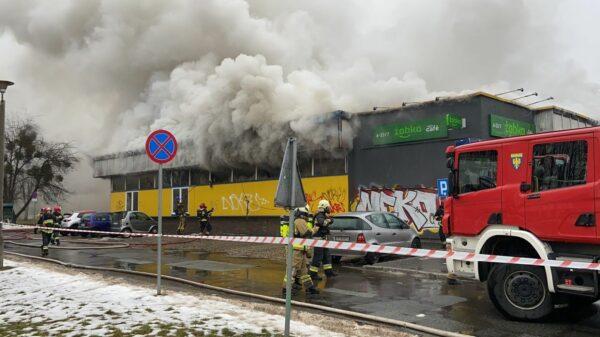 pożąr sklepu, pożar marketu, pożar żabki, gaszenie sklepu, pożar sklepu spożywczego, duży pożar, pali się market żabka, pożar w Opolu, pożar sklepu w Opolu, żabka na ZWM, duży pożar sklepu, pali sie spożywczy, Pożar sklepu spożywczego w Opolu