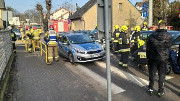 Zderzeni dwóch osobówek w Praszce. Jedna osoba została poszkodowana.(Zdjęcia)