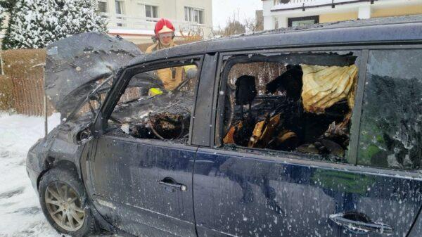 Pożar auta Opole-Chmielowice.(Zdjęcia), pożarbusa, pożąr samochodu, spalone auto, pożar auta, spalone auto, pożar auta w Opolu, pożar aut achmielowice, Pożar auta Opole-Chmielowice.