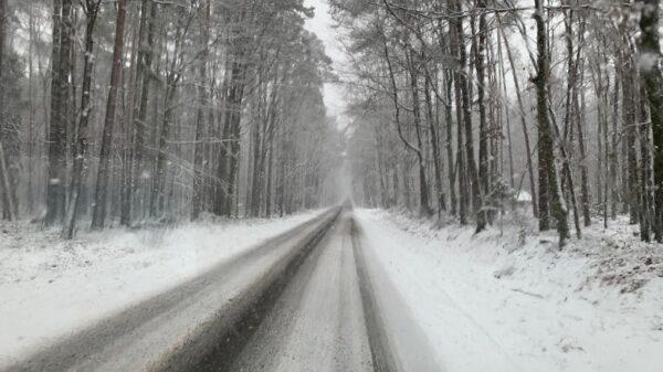 meteo, strudne warunki na drodze, ślisko, marznący deszcz, ciężko na drogach, Ostrzeżenie pierwszego stopnia dot. marznących opadów atmosferycznych dla Opola.