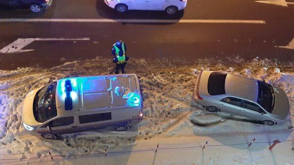 Kierujący autem wjechał w samochód Straży Miejskiej.(Zdjęcia)