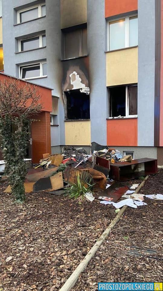 Mieszkanie spłonęło doszczętnie. Jedna osoba została poszkodowana zabrana do szpitala. Wszystko miało miejsce...