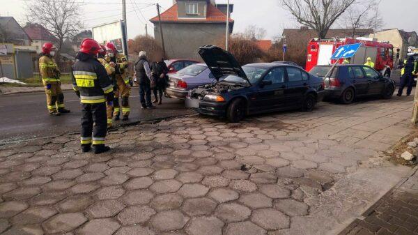 Zderzenie dwóch samochodów bmw i golfa w Opolu.(Zdjęcia)