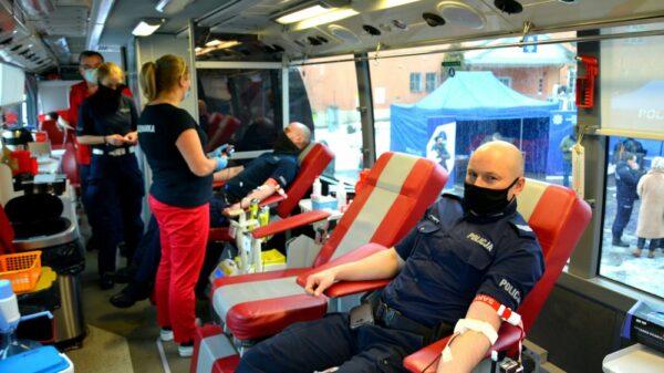 krew, krewniacy, oddaj krew, oddali krew, policja ddała krew, policjanci odają krew, akcja krwoadawcza, oddawanie krwi, policja, Opolscy policjanci oddali krew.(Zdjęcia)