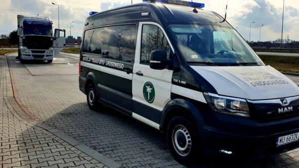 Rumuński kierowca ciężarówki został zatrzymany przez ITD na autostradzie A4.Na skrzyni biegów przyłożony miał magnes.