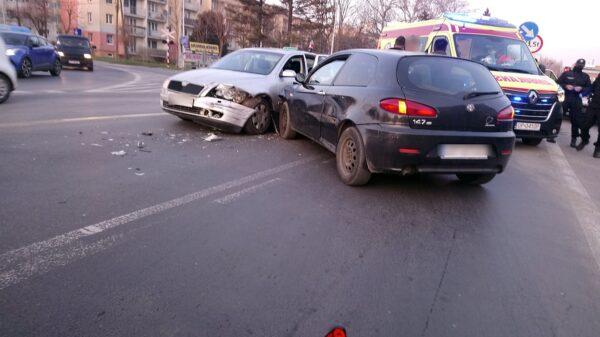 Wypadek na skrzyżowaniu ulic Luboszycka i Nysy Łużyckiej w Opolu.(Wideo)