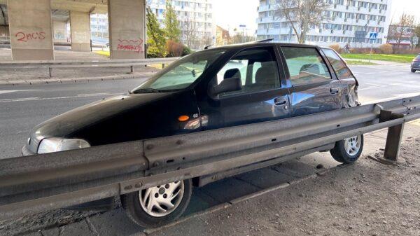 18-latek niemający uprawnień do kierowania zderzył się z volvo w Opolu.(Zdjęcia)