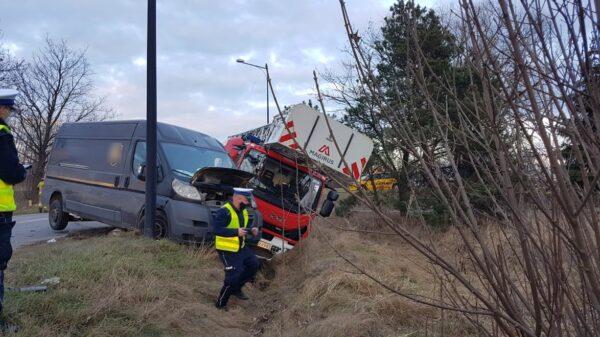 Nysa wypadek samochodu strażackiego, wypadek drabiny, wypadek w nysie, wypadek w Nysie strażaków, ranni strażacy, auto straży w rowie, drabina strażaca w rowie, straż pożarna w Nysie wypadek, auto straży wypadek, strażacy mieli wypadek, Nysa straż pożarna, straż w nysie, wypadek w nycie PSP, Wypadek wozu strażackiego w Nysie. Dwie osoby zostały ranne.(Zdjęcia)