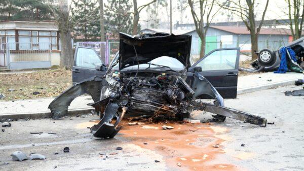 Zderzenie volvo z mercedesem w Opolu. Dwie osoby zostały ranne.(Zdjecia&Wideo)