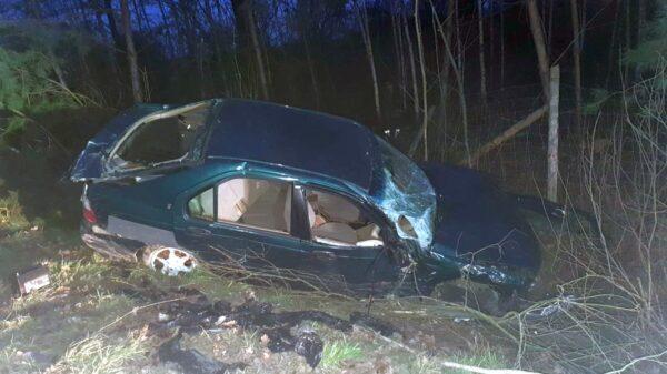 Wypadek w Jasienicy Dolnej. Cztery osoby ranne i nikt z nich nie przyznaje się do kierowania autem.(Zdjęcia)