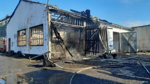 Eksplozja butli z acetylenem, która wyleciała jak pocisk w sąsiedni budynek.
