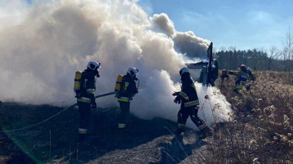 Pożar auta w Tarnowcu.Dostawczak spalił się doszczętnie.(Zdjęcia)