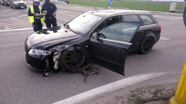 Doprowadził do zderzenie z dwoma autami i uciekł z miejsca. Szuka go policja.(Zdjęcia)