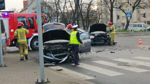 Zderzenie czołowe na skrzyżowaniu w centrum Opola.(Zdjęcia)