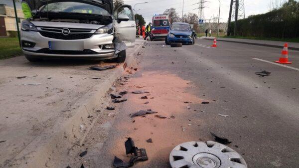 Zderzenie dwóch aut na ul. Oświęcimskiej w Opolu.(zdjęcia)