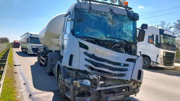 Pożar ciężarówki przyczyną kolizji dwóch cystern na autostradzie A4.(Zdjęcia)