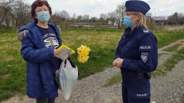 POLICJANCI SPOTKALI SIĘ Z DZIAŁKOWCAMI.(ZDJĘCIA)
