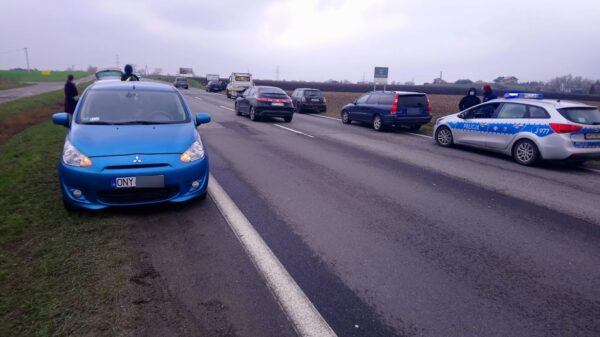 7 samochodów uszkodziło opony na odcinku 300m na obwodnicy Opola.(Zdjęcia)