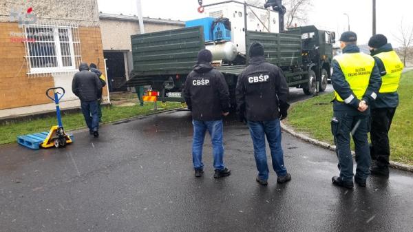 KAS, CBŚP oraz 10 Opolska Brygada Logistyczna przekazali opolskim szpitalom urządzenia pochodzące z nielegalnej fabryki papierosów.