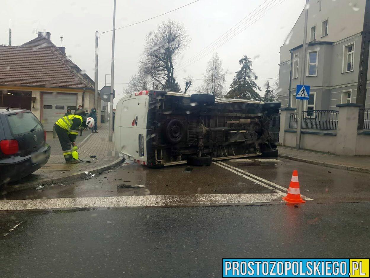 Wypadek w Dobrodzieniu. Zderzenie dwóch osobówek i bus.(Zdjęcia)