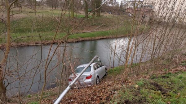 Nieostrożna jazda kierowcy bmw mogła skończyć się tragedią w Krapkowicach.(Zdjęcia)