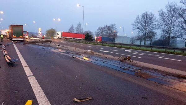 Tir uderzył w bariery energochłonne i zablokował drogę na DK 46 Paczków-Nysa.(Zdjęcia&Wideo)