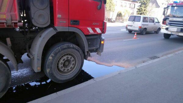 Duże utrudniania na skrzyżowaniu ulic Niemodlińska-Spychalskiego w Opolu. Co się stało.(Zdjęcia&Wideo)