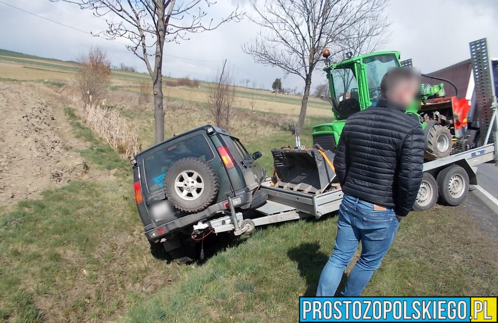 Samochód wiozący koparkę wpadł do rowu na dk46 w Strobicach.(Zdjęcia)