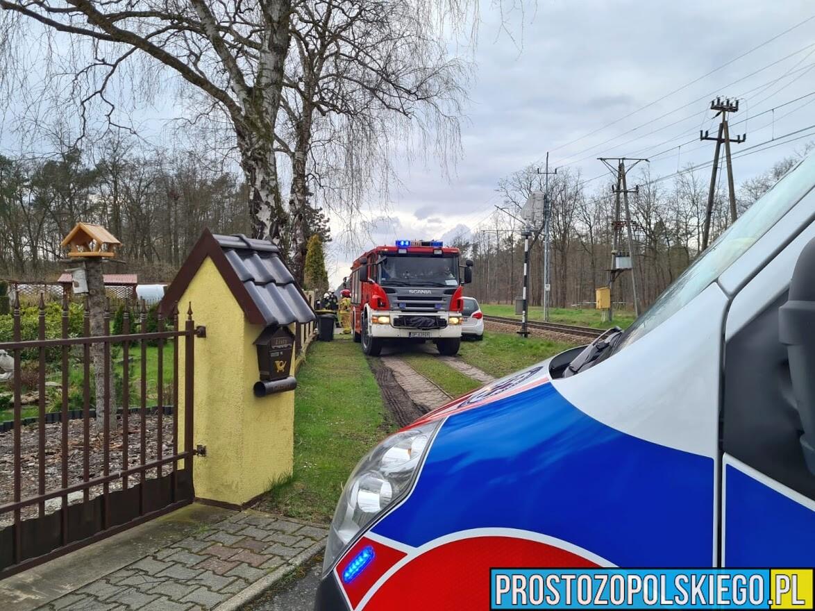 Z uwagi na brak wolnej karetki interweniowali strażacy z JRG i OSP.