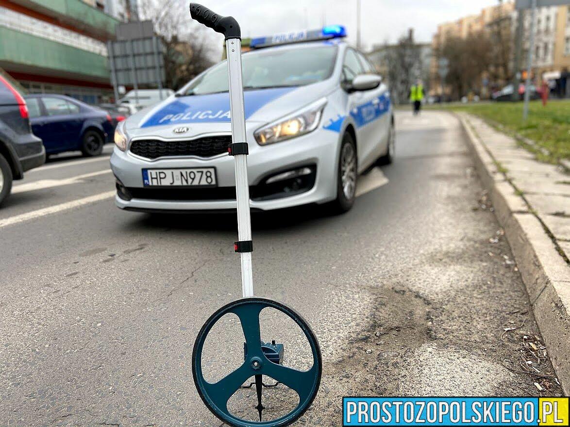 22-latek jadący motorowerem bez kasku, bez uprawnień , bez badań technicznych i mający ponad 3 promile został zatrzymany...