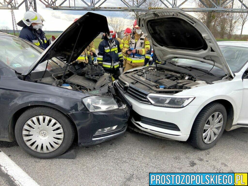 Czołowe zderzenie dwóch volkswagenów pasatów na DK45.(Zdjęcia&Wideo)